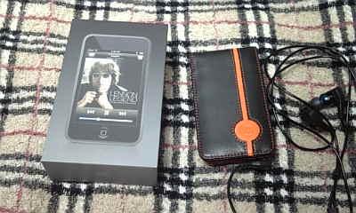 iPod Touch と Appleストア限定ケース
