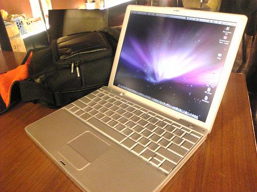 PowerBook G4 12″ & EasternShape Forca Shoulder Pack