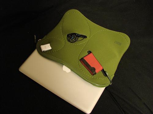 MacBook Air のケースは Built NY にしました。