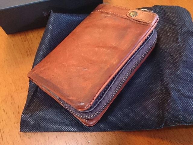 プレゼントにも最適な男性用財布 Toughの牛革製二つ折り財布。愛用5年目突入。